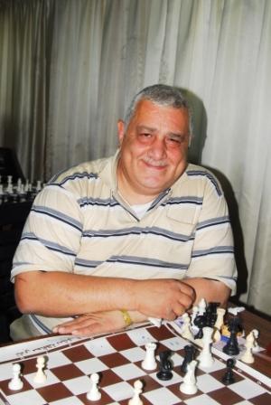 عماد حقي شيخ الشطرنجيين