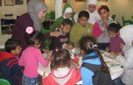 أطفال غاليري بكرا ألنا يعملون بحماس لعرض أعمالهم في حفل عيد الأم