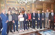 محافظ دمشق يكرّم اللاعبة هند ظاظا